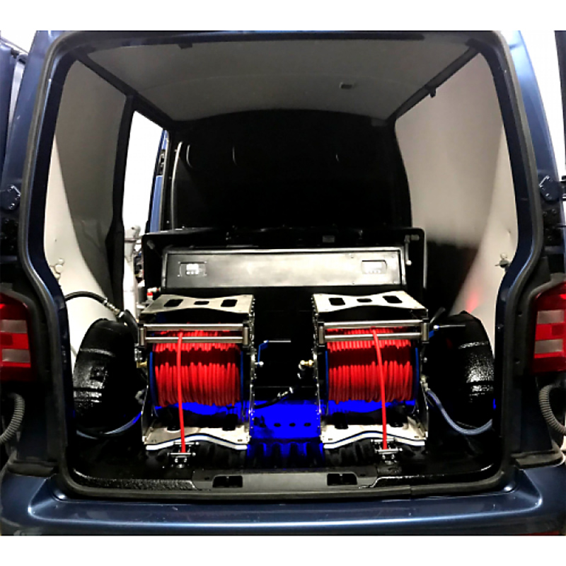 Two hose reels fixed in a vehicle
